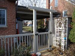 18) 4' high tan-colored vinyl picket w/decorative transom & gate
